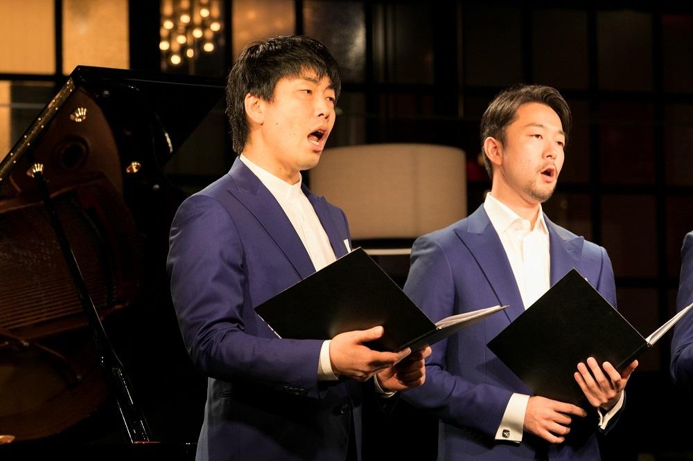 (左から)彌勒忠史、岩田健志