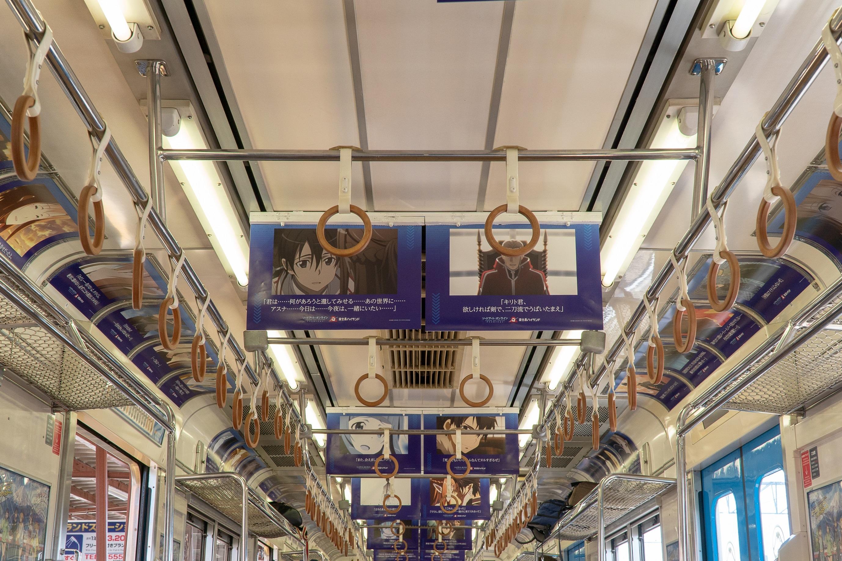 富士急行線ラッピングトレイン内装