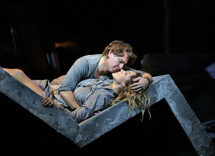 《マノン・レスコー》(C)Marty-Sohl/Metropolitan-Opera