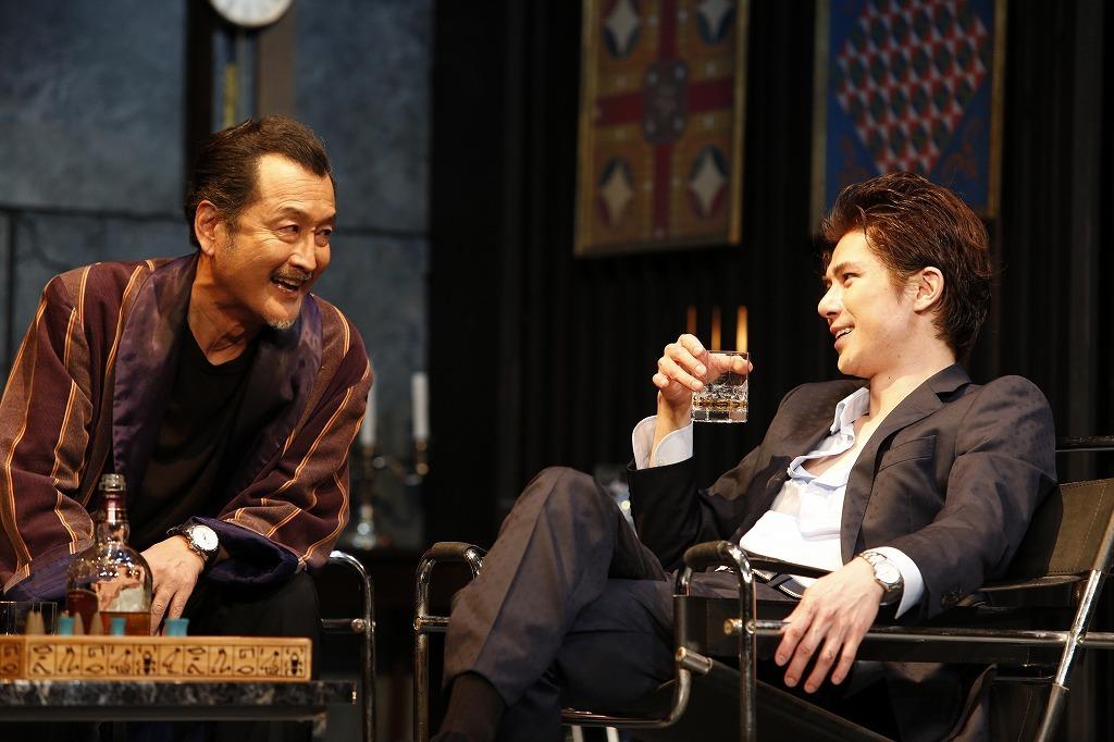 (左)吉田鋼太郎、(右)柿澤勇人  撮影:渡部孝弘
