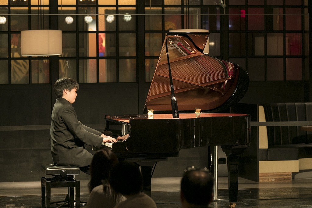 藤田真央(ピアノ)