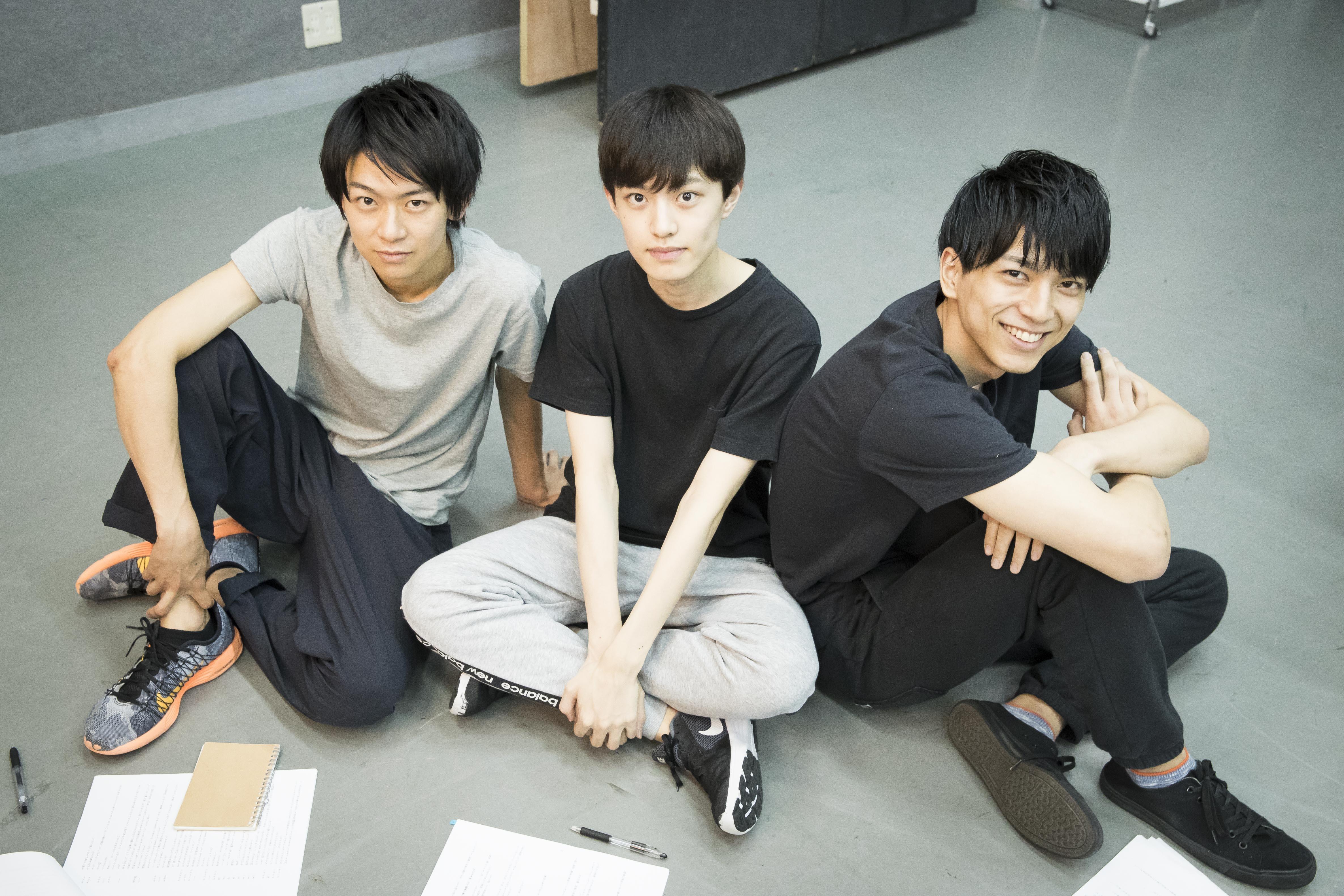 (左から)野見山拳太、上村海成、小松準弥
