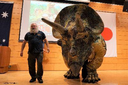 5mを超えるトリケラトプスの登場にスザンヌ、ガチャピンもびっくり 『恐竜どうぶつ園2018』開幕迫る