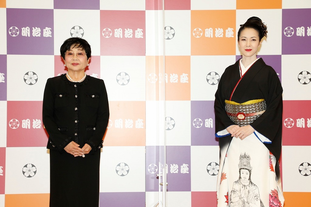 取材会より (左から)泉ピン子、坂本冬美  撮影:田中聖太郎