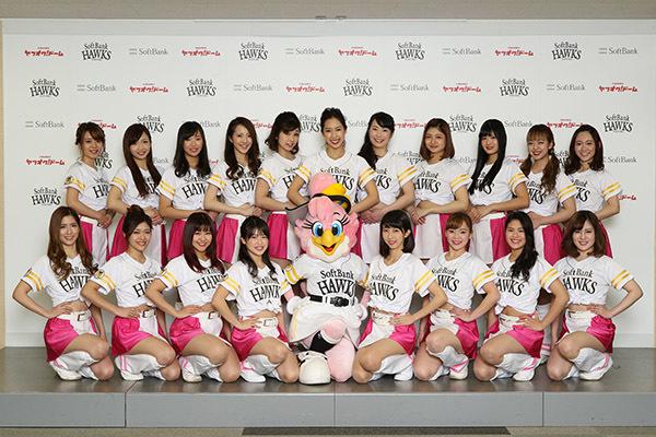 継続メンバー9名、ハニーズダンススクール出身生1名、新規メンバー9名の計19名が2年連続日本一を後押しする