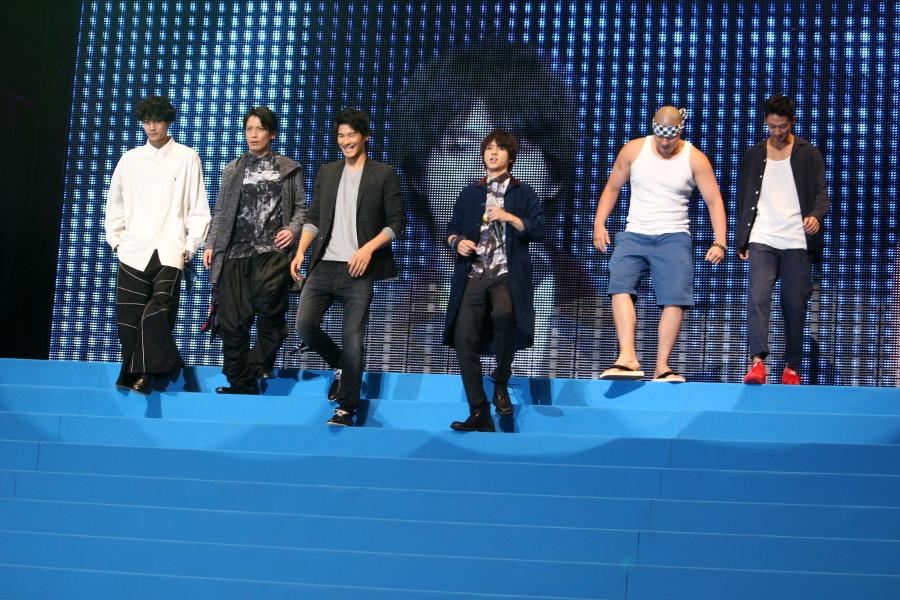 【鬼邪高校】(左から)清原翔、陳内将、鈴木貴之、山田裕貴、一ノ瀬ワタル、青木健 山田:いくぞ!テメーラ!邪気高校です。よろしくお願いします。