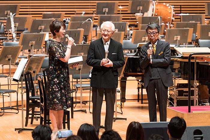 (左から)中井美穂、秋山和慶、佐山雅弘