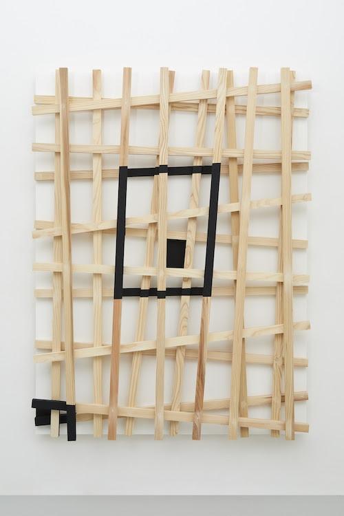 潜通 Latent Passage     2019 wood, acrylic h.182.5 x w.138.0 x d.17.4 cm (C)Kishio Suga