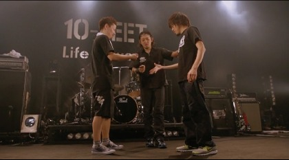 "10-FEET、全32曲を収めた『""Life is sweet"" TOUR 2009-2010 FINAL SERIES』Zepp Tokyo公演の映像を配信"