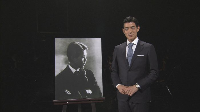 山田耕筰の足跡を紹介する、俳優の中島歩