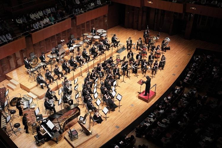 オオサカ・シオン・ウインド・オーケストラをよろしくお願いします! (C)飯島隆