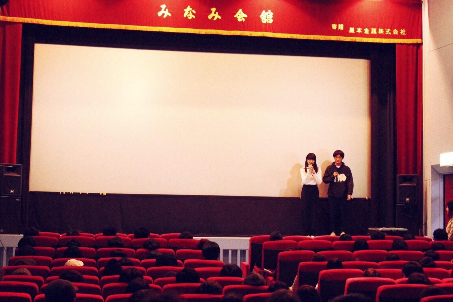 畳野彩加(写真・左)、サヌキナオヤ(写真・右)