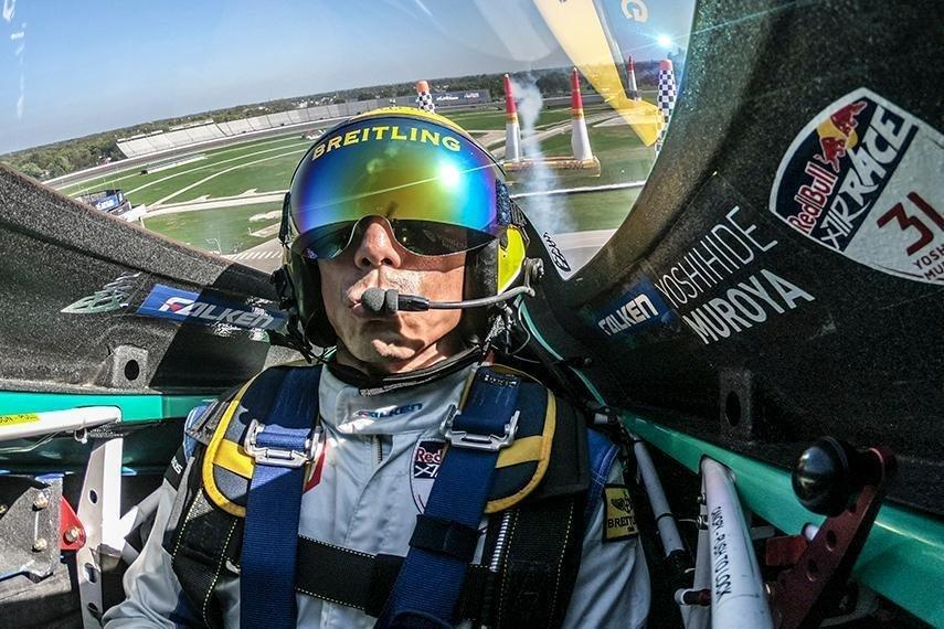 コックピット内は強烈なGがかかる。この凄まじいGを克服し、最短コースとパワーダウンしない操縦術を駆使するパイロットたちのテクニックは見ものだ