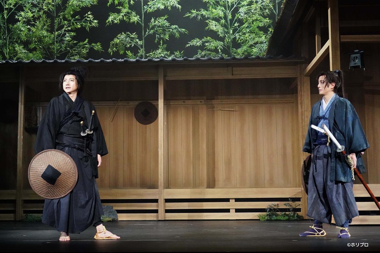 (左から)藤原竜也、溝端淳平  撮影:田中亜紀