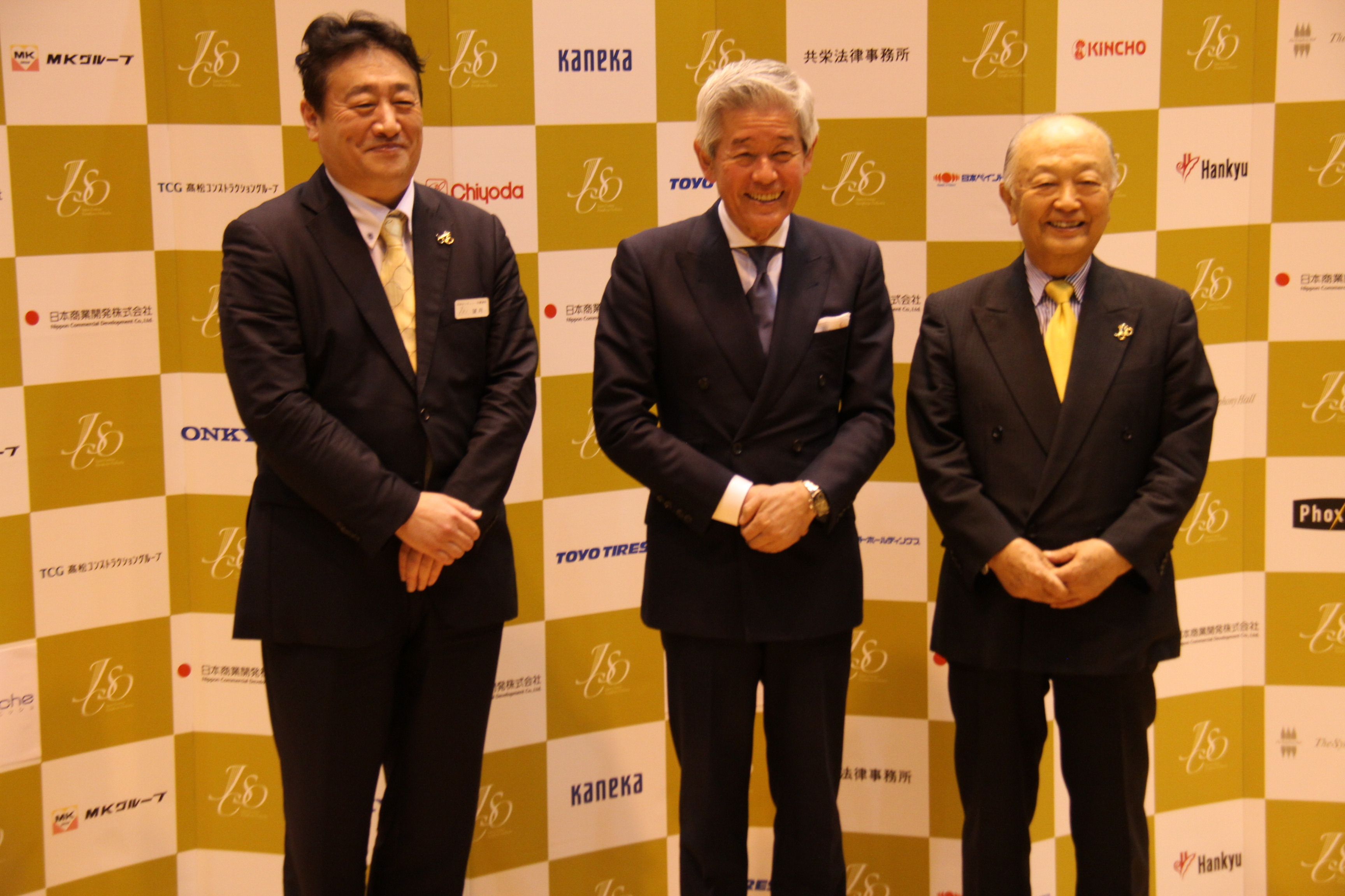 左から望月正樹 楽団長、桜井博志 理事長、水野武夫 前理事長  (C)H.isojima