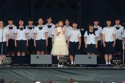 高橋みなみ、欅坂46、AAAらに長崎8,000人が熱狂 『がんばろう!九州 ハウステンボス MUSIC FES.2016』