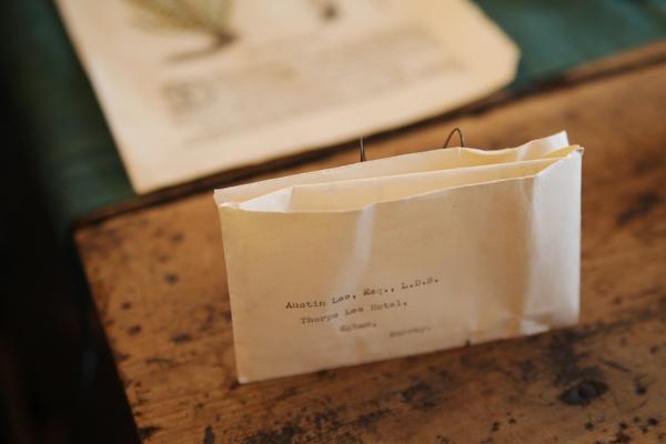 昔の電報。タイプされた文字が美しい。
