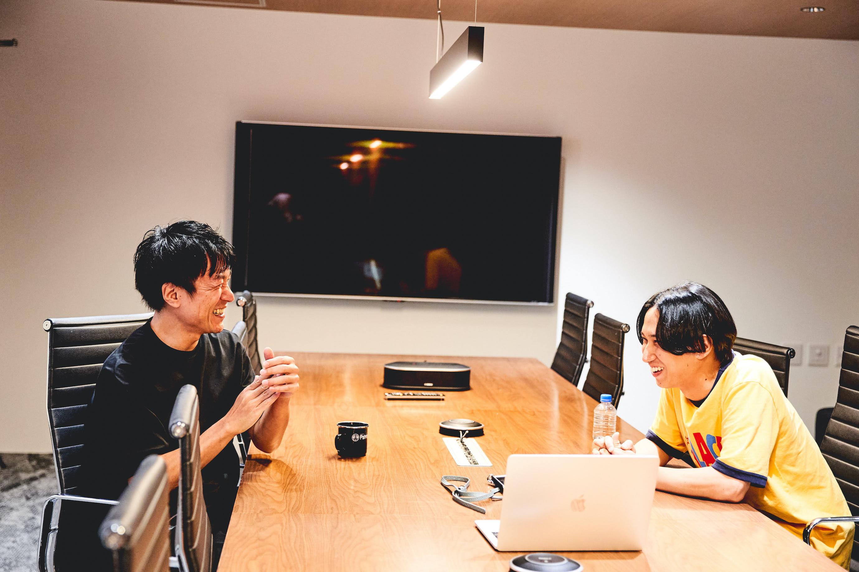 飯室大吾(FM802 DJ)× はっとり(マカロニえんぴつ)