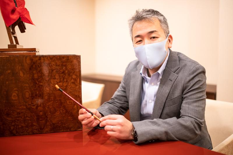 関慶人さん。藤浪小道具株式会社の創業は1872年(明治5年)。関東大震災や東京大空襲の戦火からも歌舞伎の小道具を守ってきた。