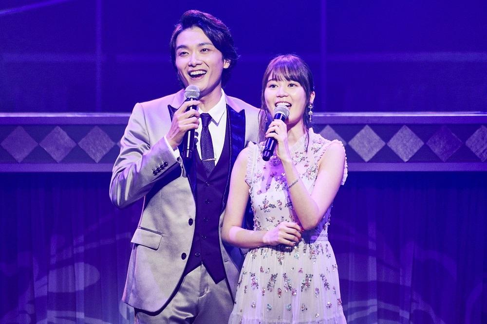 (左から)井上芳雄、生田絵梨花