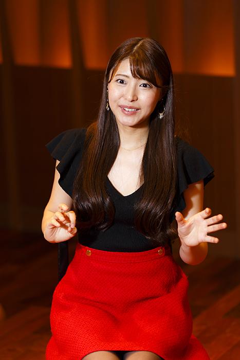 新倉瞳 (撮影:中田智章)
