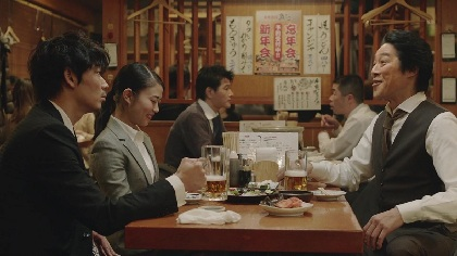SHISHAMO NTTドコモ年末限定CM「忘年会」篇に居酒屋店員役で出演