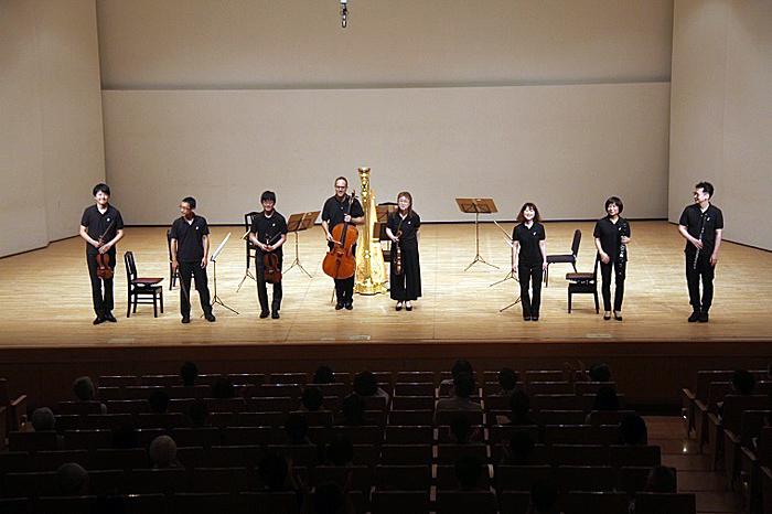 演奏終了後、奏者の満足気な笑顔が印象的。 (C)H.isojima