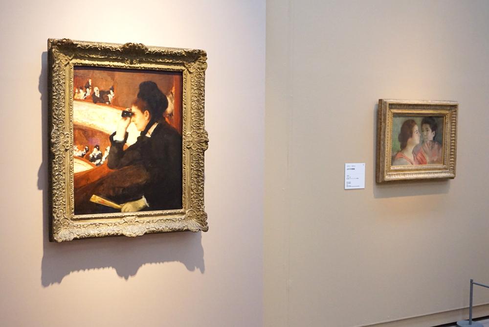 (左)メアリー・カサット《桟敷席にて》1878年 ボストン美術館蔵