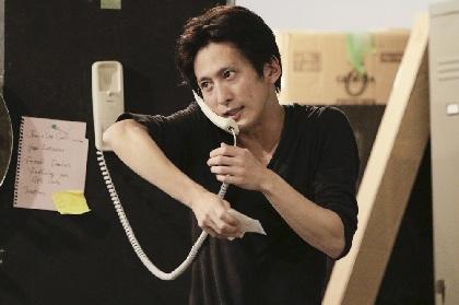見逃し厳禁! 成河が38役を演じ分ける超絶技巧のひとり芝居『フリー・コミティッド』、その通し稽古を観た!!