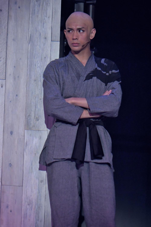 青藍 役:古谷大和 カメラマン:鏡田 伸幸   (C)峰倉かずや・一迅社/最遊記歌劇伝旅社 2018