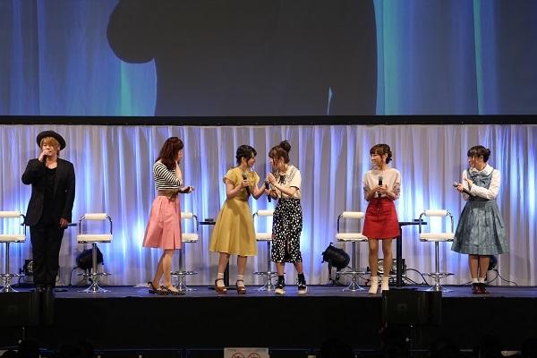 写真左から松岡禎丞、戸松遥、伊藤かな恵、日高里菜、高垣彩陽、竹達彩奈