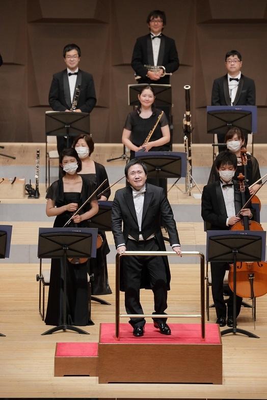 大阪フィルハーモニー交響楽団桂冠指揮者 大植英次   (C)飯島隆