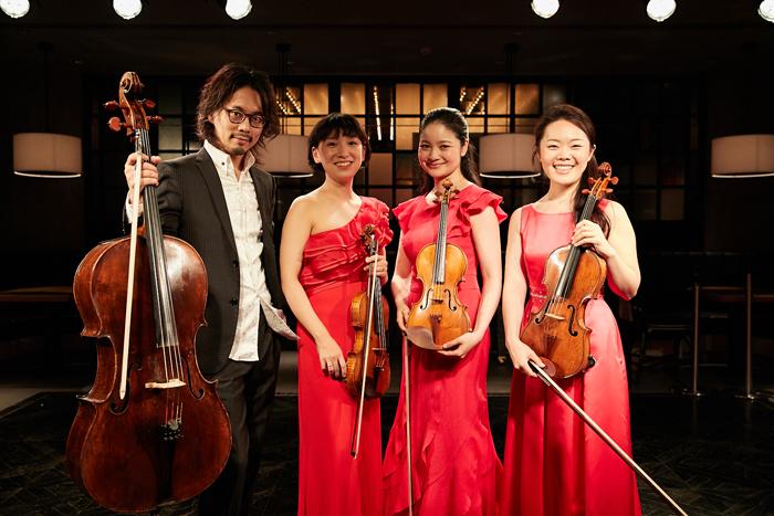 (左から)内田麒麟、伊藤亜美、鈴木舞、安達真理