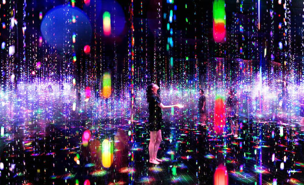 生命は結晶化した儚い光 / Ephemeral Solidified Light teamLab, 2021, Interactive Installation, Sound: teamLab