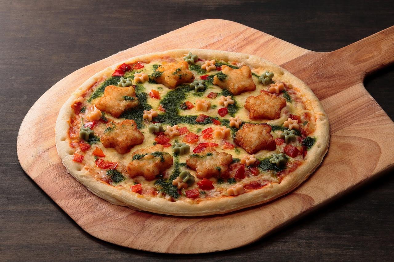 ハッシュドポテトとお星さまパスタのピザ
