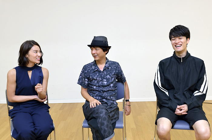 (左から)秋元才加・河原雅彦・入江甚儀