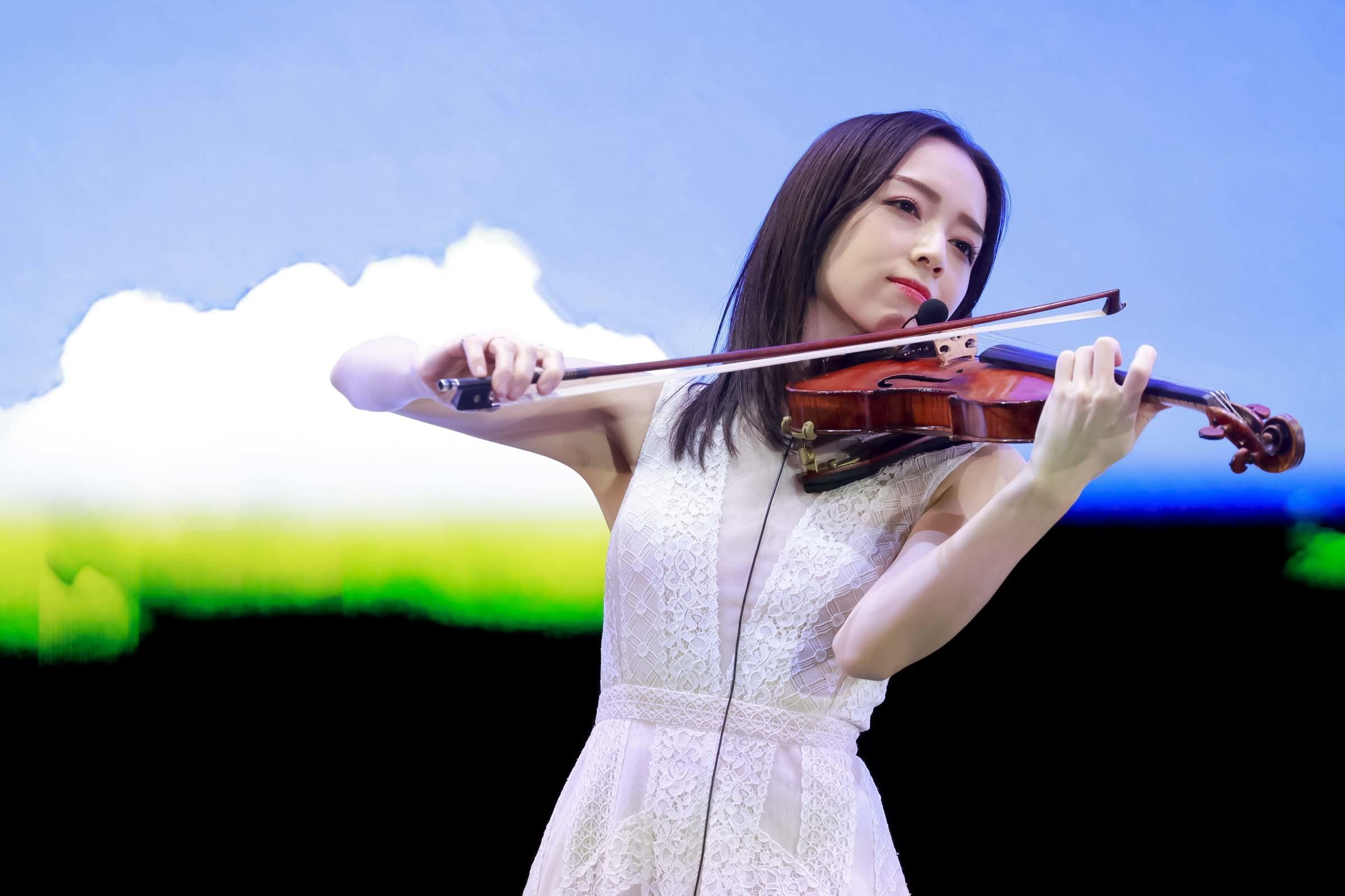 公式テーマ曲 ヴァイオリン演奏の宮本笑里