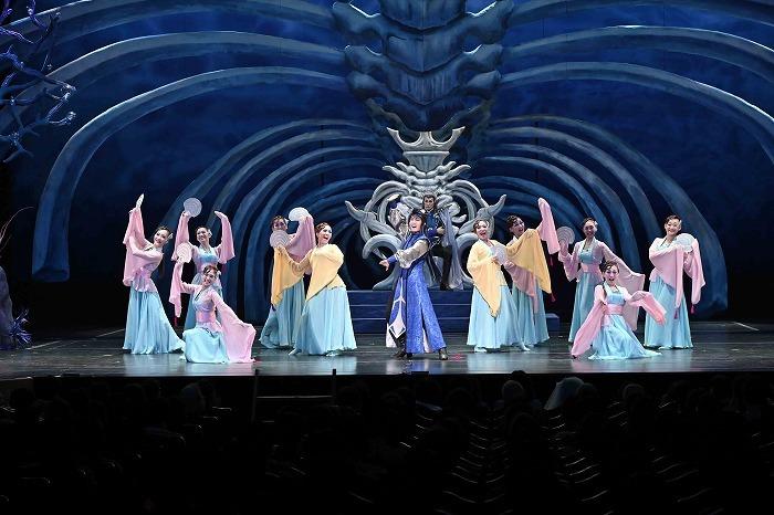 「南座新開場記念 OSK SAKURA REVUE 『 歌劇 海神別荘 』~サクラ大戦より~」  (C)松竹