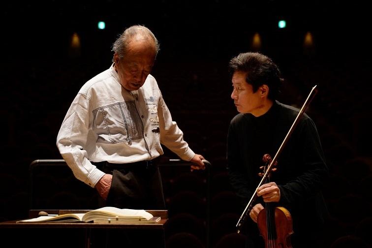 外山先生の厳しい指導で、オーケストラの基礎固めはしっかり図られました