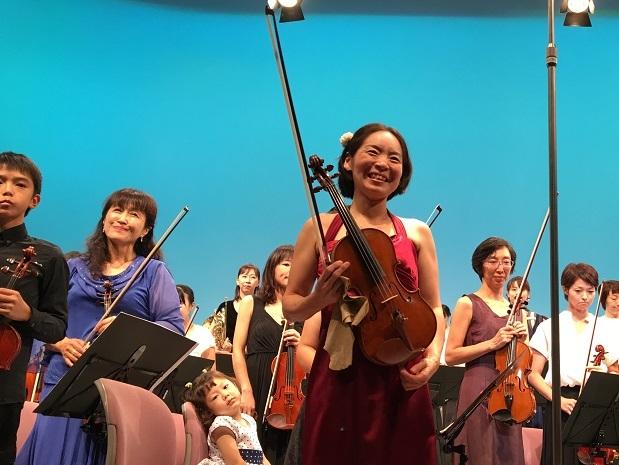 笑顔が素敵な、オーケストラの発起人にして団長、コンサートミストレスまで務める馬場京子さん。 写真提供:西宮きらきら母交響楽団