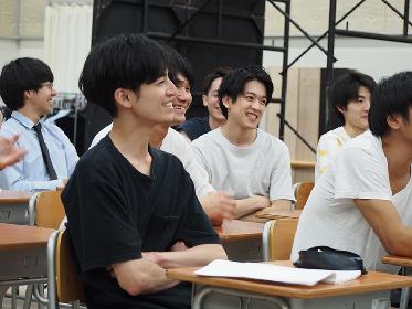 和気あいあいの本広学級!? 『転校生』公開舞台稽古をレポート