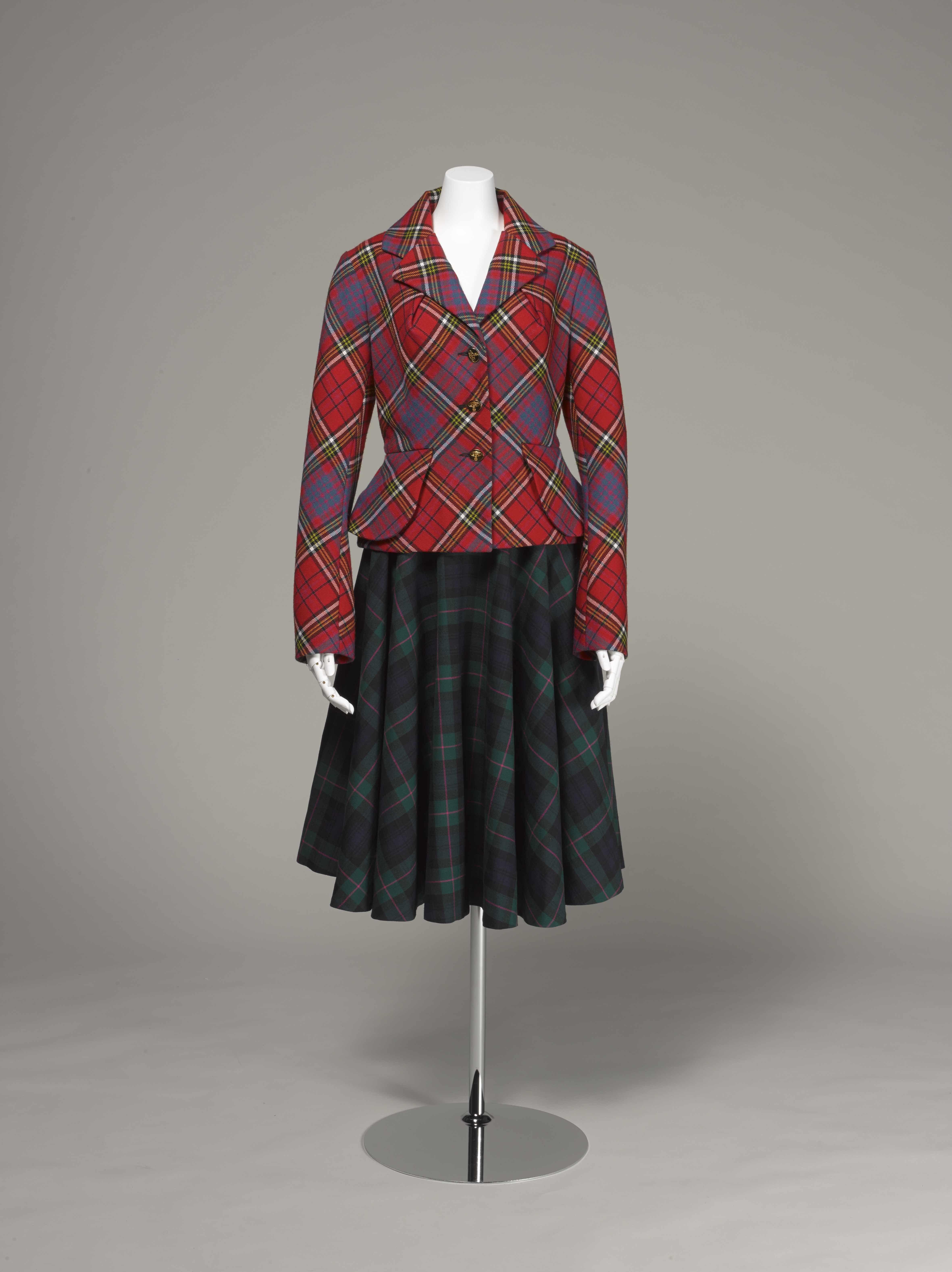 ヴィヴィアン・ウエストウッド <タータン・スーツ> 1993年 神戸ファッション美術館蔵