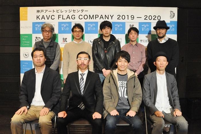 FLAG記者会見出席者。(下段左から)福谷圭祐、ボブ・マーサム、飯嶋松之助、若旦那家康。(上段左から)大谷燠、大熊隆太郎、ピンク地底人3号、FOペレイラ宏一朗、ウォーリー木下