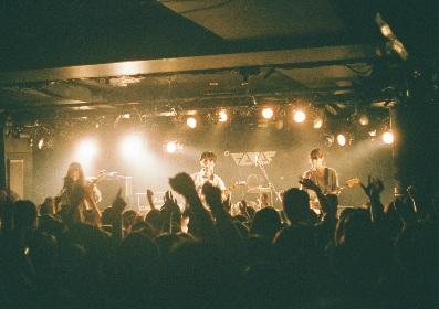 Helsinki Lambda Club、新代田FEVERを狂喜乱舞させた5周年ワンマンツアー初日
