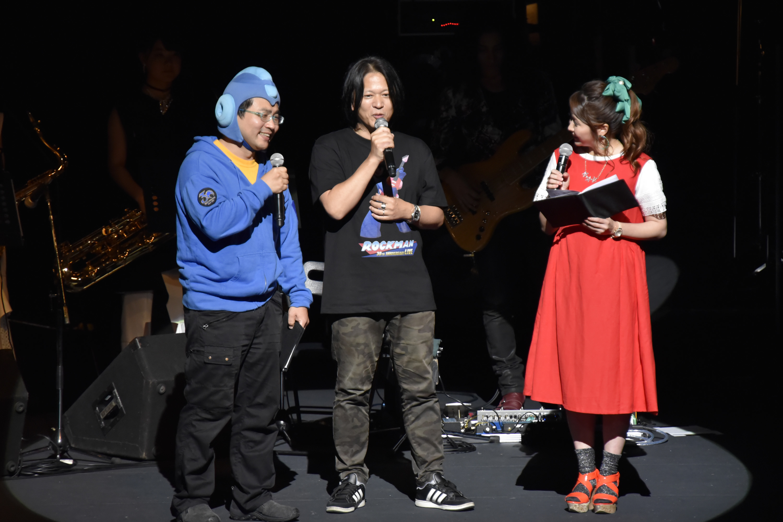 左からウッチー、土屋和弘プロデューサー、MCの楪望氏