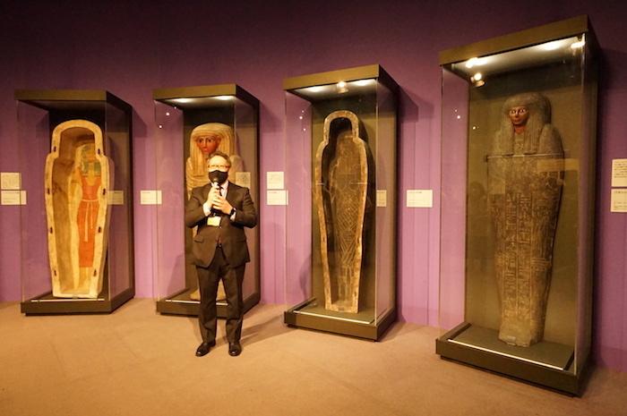 「棺の展示室」に本展を監修した中部大学・中野智章教授が登場し、見どころを語った