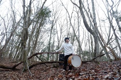 大橋トリオ、THE CHARM PARK、星野源、矢野顕子等のサポートで知られ、初のソロ作品をリリースした神谷洵平。隅々までこだわり抜いたドラムサウンドの秘密に迫る【インタビュー連載・匠の人】