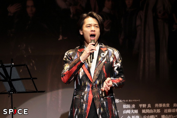 熱唱する中川さん