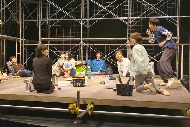 青年団『さよならだけが人生か』東京公演より ©青木司