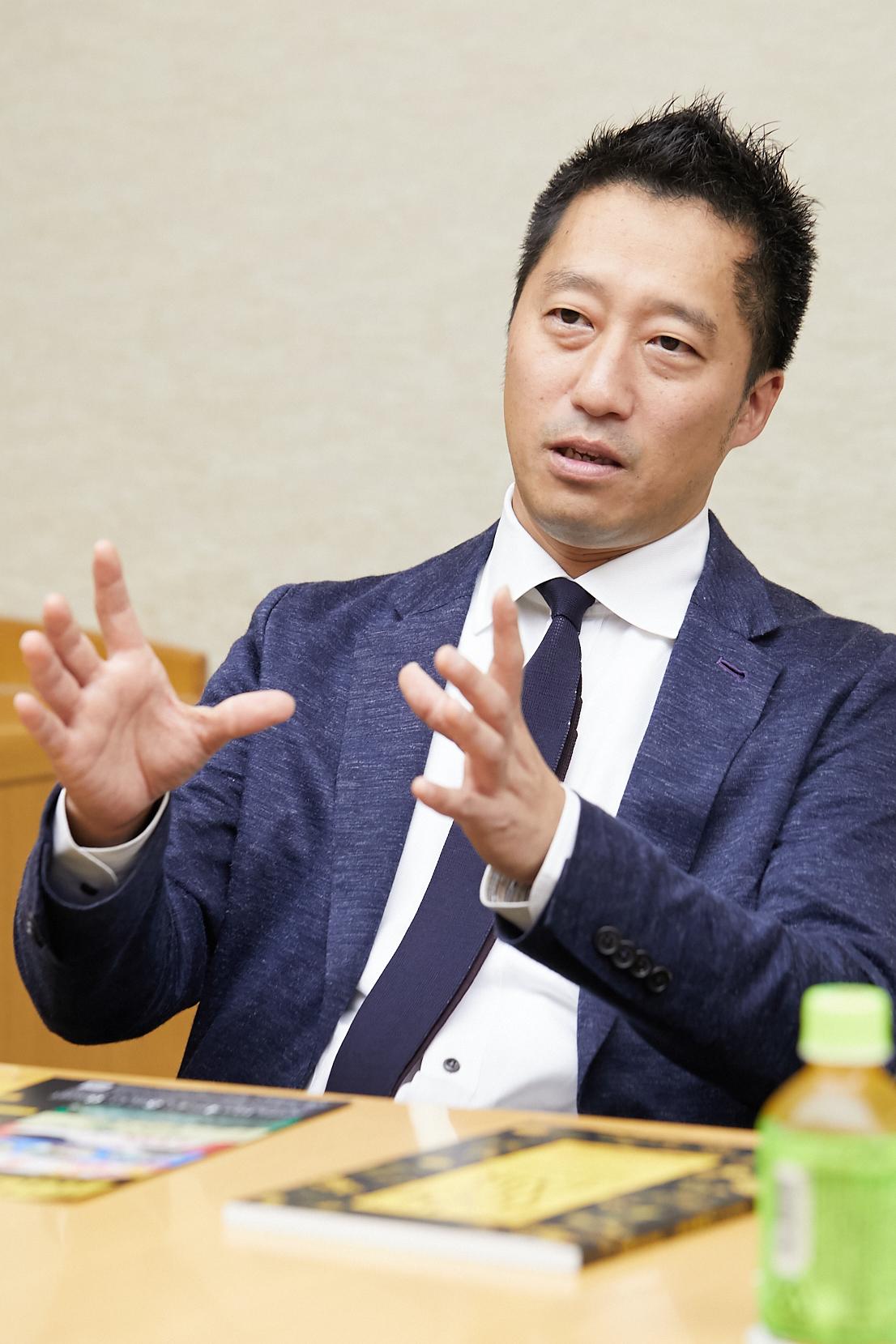 池田祥三(いけだしょうぞう) 東美青年会理事長。いけだ古美術代表取締役。日本、中国を中心に、 考古美術や金石古陶磁、 仏教美術などを扱う。
